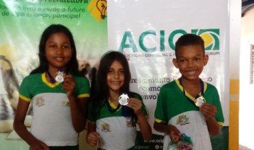 Da esquerda pra direita: 3° lugar: Kauanne Ribeiro Silva, 2° lugar: Julia Gabriela Ferreira Sobrinho, 1° Wislley Snaith da Silva Lino. (3° ano)